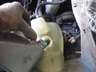 Как слить антифриз в ВАЗ 2110: сколько литров, куда заливать